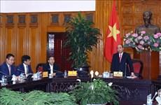 越南政府总理阮春福主持召开关于促进汽车行业发展的会议