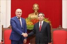 越共中央经济部部长会见俄罗斯天然气工业公司高级代表团