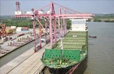 4万吨集装箱船抵达胡志明市港口