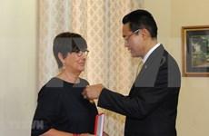 比利时前任驻越南大使荣获越南友谊勋章