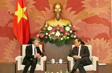 国会副主席冯国显会见亚太国际葡萄酒与烈酒联盟主席