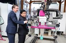 越德重视促进科技合作发展