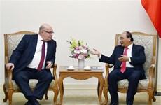 越南政府总理阮春福会见德国联邦经济和能源部长阿尔特迈尔