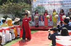 在印度推介越南奥黛形象