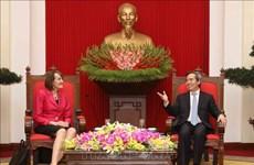 越共中央经济部部长阮文平会见加拿大气候变化大使派翠西亚·傅勒