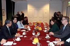阮氏金银会见法国赛峰集团领导