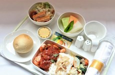 越南西宁甜瓜和平顺火龙果登上越航航班供乘客品尝
