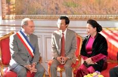 国会主席阮氏金银会见法国图卢兹市市长穆旦克