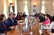 国会主席阮氏金银会见比利时瓦隆大区主席威利