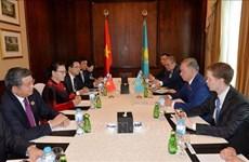 阮氏金银会见哈萨克斯坦议会下院议长努尔兰·尼格马图林