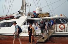 广平省接待乘船入境的首个外国旅行团