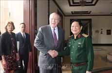 美国参议员代表团对越南进行工作访问