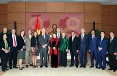 国会主席阮氏金银会见美国参议员代表团