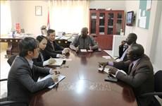 越南与冈比亚共同努力深化经贸合作