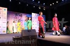 越南奥戴亮相印度全球时装设计周