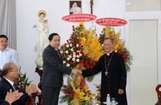 越南党和国家领导在复活节期间开展走访慰问活动