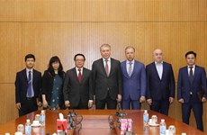 俄罗斯共产党代表团对越南进行工作访问