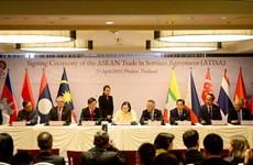 东盟各国经济部长签署两份关于服务贸易与投资的文件