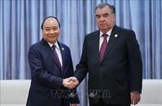 阮春福总理会见塔吉克斯坦总统埃莫马利•拉赫蒙