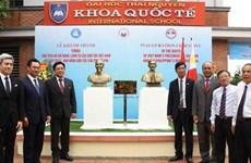 胡志明主席和菲律宾民族英雄扶西·黎刹塑像正式揭幕
