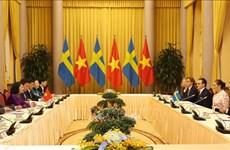 越南国家副主席邓氏玉盛举行仪式欢迎瑞典女王储维多利亚访越