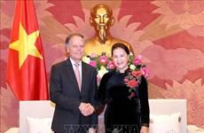 国会主席阮氏金银会见意大利外交与国际合作部部长莫阿韦罗