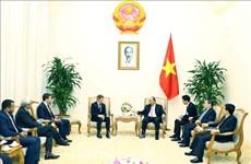 越南政府总理阮春福会见美国前财政部长盖特纳