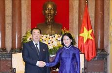 国家副主席邓氏玉盛会见朝鲜中央法院高级代表图团