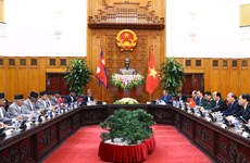 越南政府总理阮春福与尼泊尔总理奥利举行会谈
