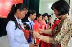 崑嵩省38名老挝公民入籍越南