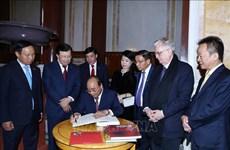越南政府总理阮春福造访俄罗斯圣彼得堡