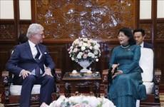 国家副主席邓氏玉盛会见澳大利亚昆士兰州州督