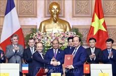 越南与法国签署关于电子政务的合作备忘录