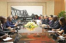 武德儋副总理会见科特迪瓦政府高级代表团
