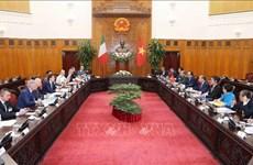 越南政府总理阮春福与意大利总理孔特举行会谈