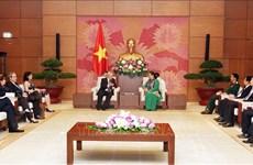 越南国会副主席丛氏放会见古巴国会代表团
