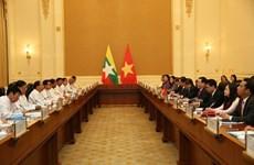越南政府副总理王廷惠同缅甸副总统敏瑞举行会谈