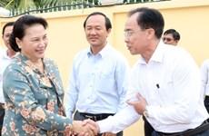 国会主席阮氏金银在芹苴市继续开展选民接待活动