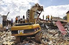 柬埔寨一座七层楼房倒塌  致多人被埋