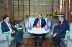 越南政府总理阮春福会见老挝总理和柬埔寨首相