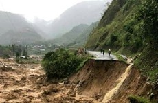 莱州老街等省突降暴雨引发洪水造成重大损失