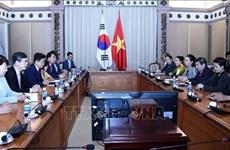 胡志明市领导会见韩国庆尚北道知事李喆雨