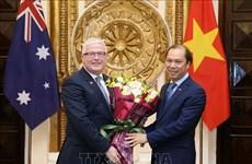 澳大利亚驻越大使获得越南社会主义共和国的友谊勋章