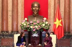 越南国家副主席邓氏玉盛会见欧洲贸易委员会委员塞西莉亚