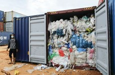 印度尼西亚下决心退回进口的数十个垃圾集装箱