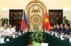 越南政府副总理兼外交部长范平明同菲律宾外交部长举行会谈