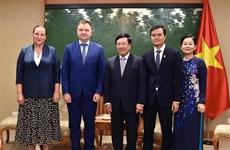 越南政府副总理范平明会见俄罗斯联邦青年事务署署长亚历山大·布加耶夫