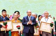 越南政府总理阮春福出席2019年全国伤残军人先进代表表彰大会