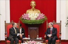 越共中央经济部部长阮文平会见美国财政部代表团