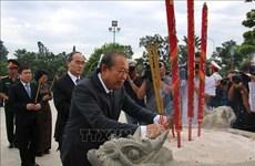 胡志明市领导上香缅怀英雄烈士